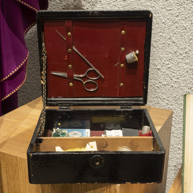 Sewing kit offered to Mother Léonie by Sister Marie du Rosaire